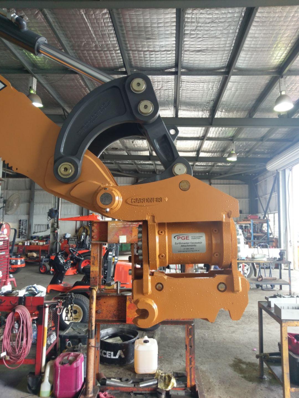 Tilting Quick Hitches for Excavators in Brisbane   Excavator